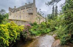 Schloss und Fluss Cawdor stockbilder