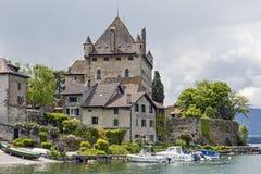 Schloss und Häuser Yvoire stockbild