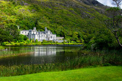Schloss und Kloster Kylemore-Abtei in Irland Lizenzfreies Stockbild