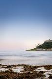 Schloss und Ozean Stockbild