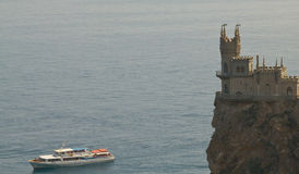 Schloss und Schiff Stockfotos