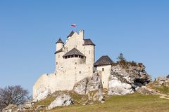 Schloss vom 14. Jahrhundert in Bobolice Polen Stockbilder