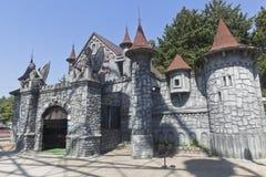 Schloss von Furcht im Parkanziehungskraftbeliebten erholungsort von Adler, Sochi Lizenzfreies Stockbild
