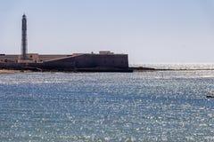 Schloss von San Sebastian mit Leuchtturm in Cadiz, Spanien stockfoto