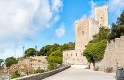 Schloss von Venus-Promenade in Erice, Italien stockfotografie