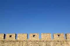 Schloss-Wand-Zinnen stockfotos