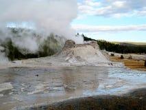 Schlossgeysirreflexionen in Yellowstone Lizenzfreie Stockfotografie