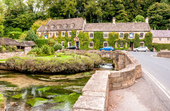 Schlosshotel im Cotswold-Dorf von Bibury Stockfotos
