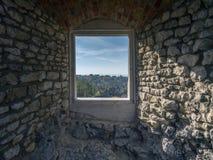 Schlosskammer mit Fenster Stockfotografie