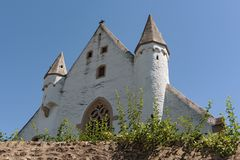 Schlosskirche mit mittelalterlicher Stadtmauer in ober ingelheim Stadt rheinhessen Rheinland Pfalz Deutschland lizenzfreie stockfotografie