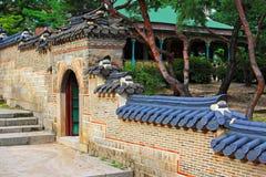 Schlossmauer Koreas Deoksugung Stockfotos