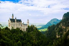 Schlossneuschwanstein-Ansicht am Sommer lizenzfreie stockfotos