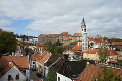 Schlosspanorama von Cesky Krumlov lizenzfreie stockfotos