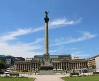 Schlossplatz con la colonna di anniversario e Königsbau un giorno di estate Fotografia Stock Libera da Diritti
