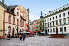 Schlossplatz kwadratowy i zwyczajny uliczny Marktstrasse w Wiesba Zdjęcia Royalty Free
