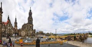Schlossplatz stadfyrkant i Dresden, Tyskland royaltyfri bild