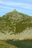 Schlossruinen auf einem Berg im französischen Calanques Stockbilder