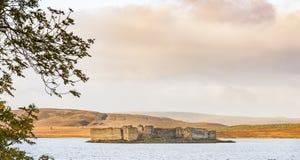 Schlossruinen auf Lochindorb in Schottland lizenzfreie stockbilder