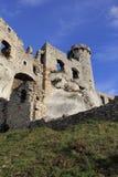 Schlossruinen in Ogrodziencu Stockfotografie