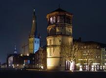 Schlossturm en St. Lambertus Basilica, Dusseldorf Stock Afbeeldingen