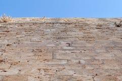 Schlosswand-Blockmuster des alten Baufelsens Stockbild