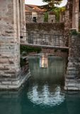 Schlosszugbrücke Sirmione Stockfotografie