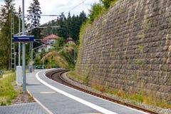 SCHLUCHSEE, GERMANIA - 19 LUGLIO 2018: Stazione ferroviaria di Schluchsee dentro immagini stock libere da diritti