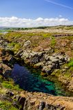 Schlucht, Brücke und Fluss im Nationalpark Thingvellir in Island Lizenzfreie Stockfotografie