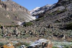 Schlucht im Berg lizenzfreie stockfotografie