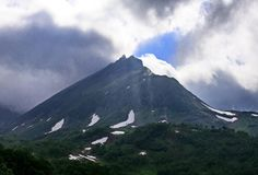 Schluchtoststeigung der Sikhote-Alinstrecke Sikhote Alin, ein Bergland im Fernen Osten stockbilder