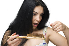 Schlusses Haar der Frau auf Hairbrush Stockbilder