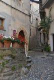 Schmale alte Straße, Dorf von Tende, Frankreich Stockbilder