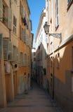 Schmale alte Straße von Nizza Lizenzfreie Stockfotografie