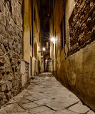 Schmale Gasse in Florenz lizenzfreie stockfotos