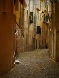 Schmale italienische Gasse lizenzfreie stockbilder