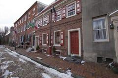 Schmale kolonialstraße Lizenzfreies Stockfoto