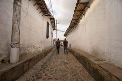 Schmale Kolonialstraße in Giron Kolumbien stockbilder