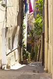 Schmale mittelalterliche Straße lizenzfreie stockfotografie