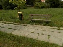 Schmale Stadtparklandschaft lizenzfreie stockfotos