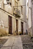 Schmale Straße in Coimbra Stockfotos
