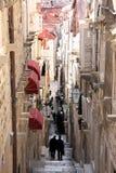 Schmale Straße in der alten Stadt Dubrovnik, Kroatien Lizenzfreies Stockfoto