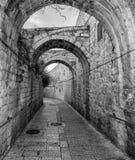 Schmale Straße in der alten Stadt von Jerusalem, Israel Lizenzfreie Stockbilder