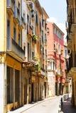 Schmale Straße der europäischen Stadt Stockbild