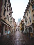 Schmale Straße in Europa Stockbild