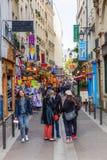 Schmale Straße im Quartier-Latein, Paris, Frankreich Stockfotografie