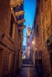 Schmale Straße in Korcula lizenzfreies stockbild