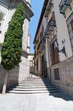 Schmale Straße in Madrid, Spanien Lizenzfreie Stockbilder
