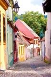 Schmale Straße mit bunten Häusern Lizenzfreies Stockfoto