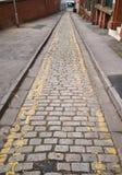 Schmale Straße ohne Parken Stockfoto