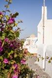 Schmale Straße in Oia-Dorf, Santorini Griechenland Lizenzfreies Stockfoto